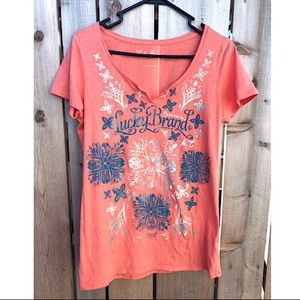 👚Lucky Brand design t shirt 👚 size large.